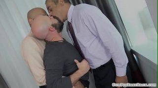 Bald hunk cocksucking mature bear in threeway