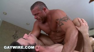 GAYWIRE – Muscle Hunk Trace Michaels Rubs Down Tyler Hunt